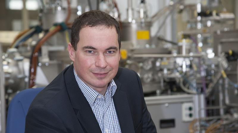 Dr. Jörg Winkler im Beschichtungslabor von Plansee